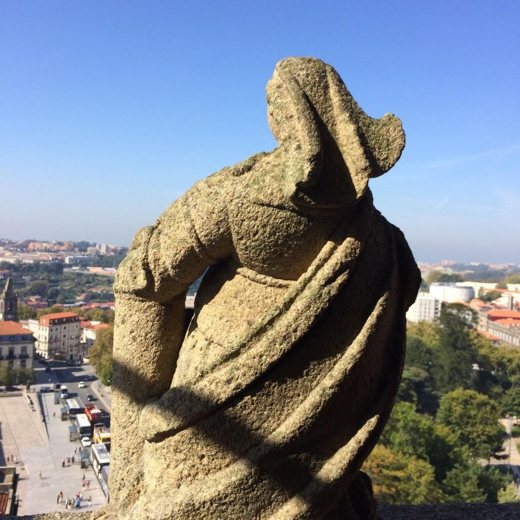 Estátua no zimbório da Torre dos Clérigos
