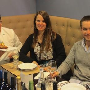 Vera Dantas com o chef Alex Pereira e o gerente Filipe Magalhães da Casa Garrett