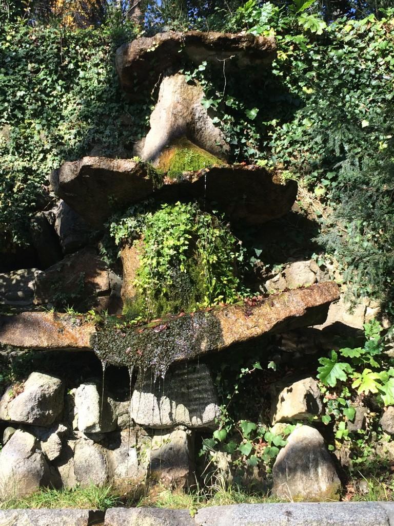 Curiosa fonte nos jardins do Palácio de Cristal