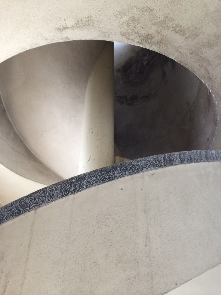 Pormenor de Escadaria no Edifício Axa no Porto