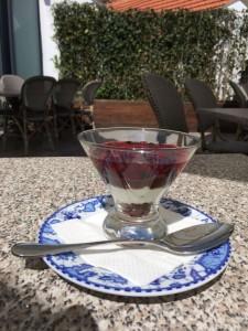 Sobremesa com granola de chocolate na esplanada do Mundo de Sabores