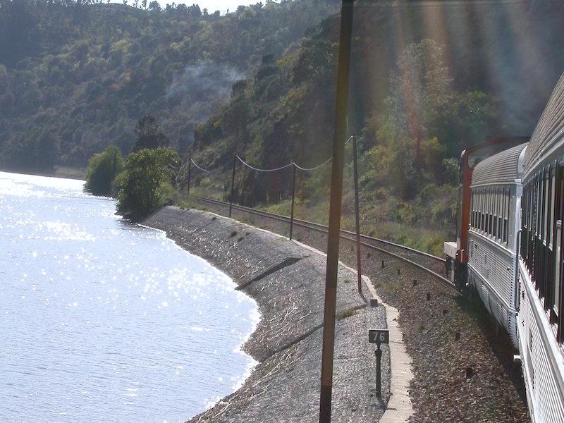 O rio Douro visto da Linha Ferroviária do Douro