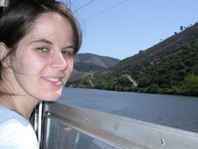 Vera Dantas num comboio da Linha Histórica do Douro