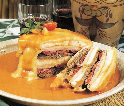 Francesinha_Foto de Rui Borges CC Porto Convention and Visitor Bureau