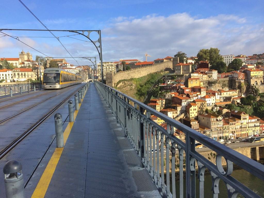 Metro na Ponte Luis I