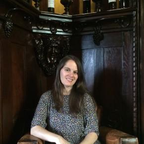 Vera Dantas no escritório de Adriano Ramos Pinto