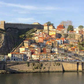 Porto Medieval Wall: wallking on history|Visitar a Muralha Fernandina do Porto