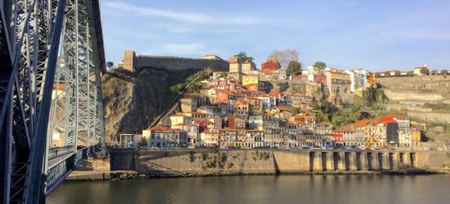Porto Medieval Wall: wallking on history|Visitar a Muralha Fernandina do Porto