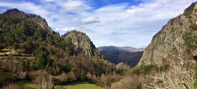 A minha viagem à Aldeia da Pena | Um ninho entre rochedos